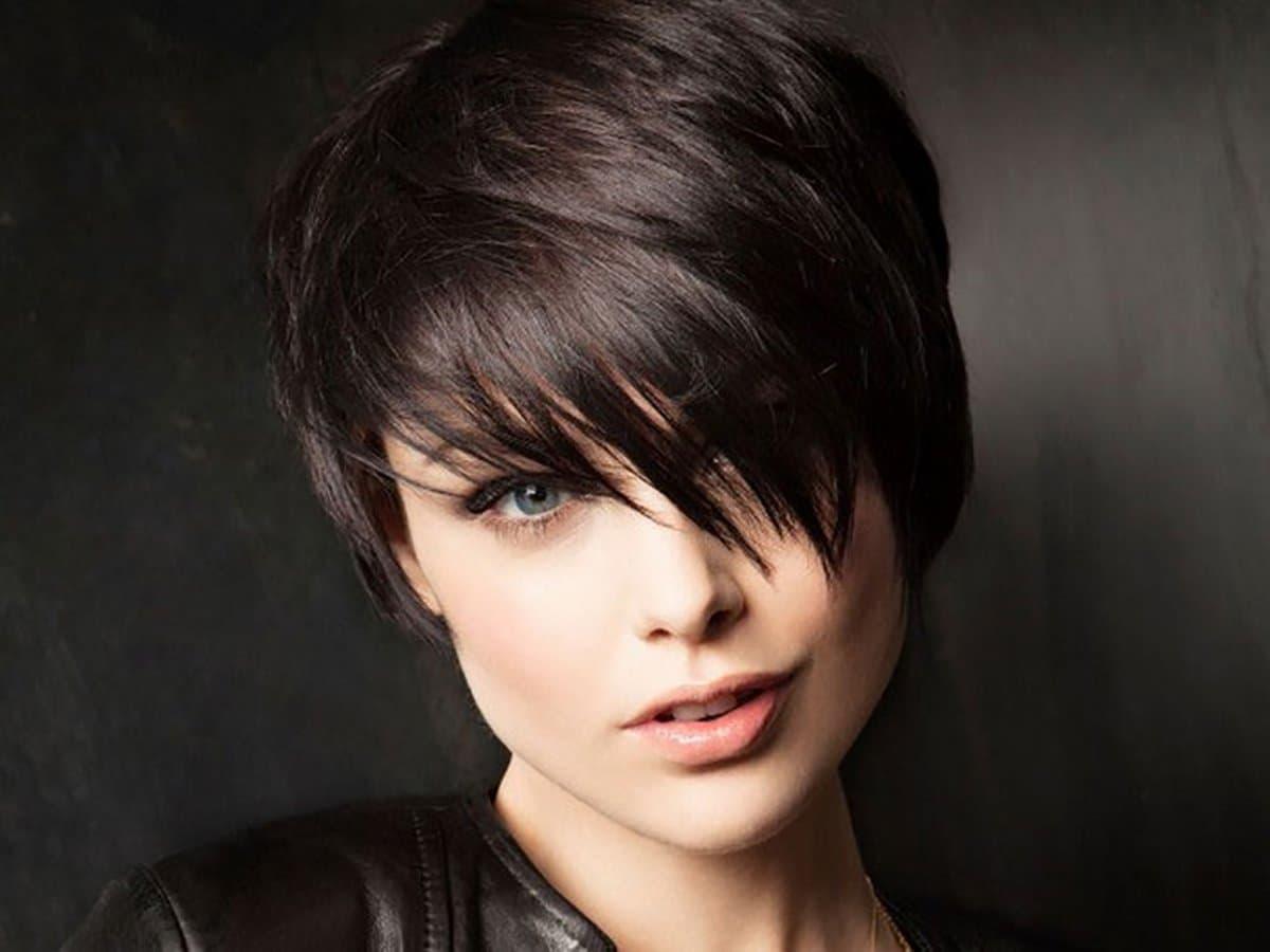 Женские стрижки волос в Москве