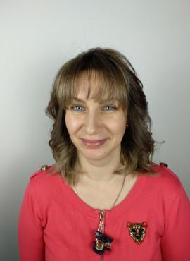 женская стрижка на средние волосы